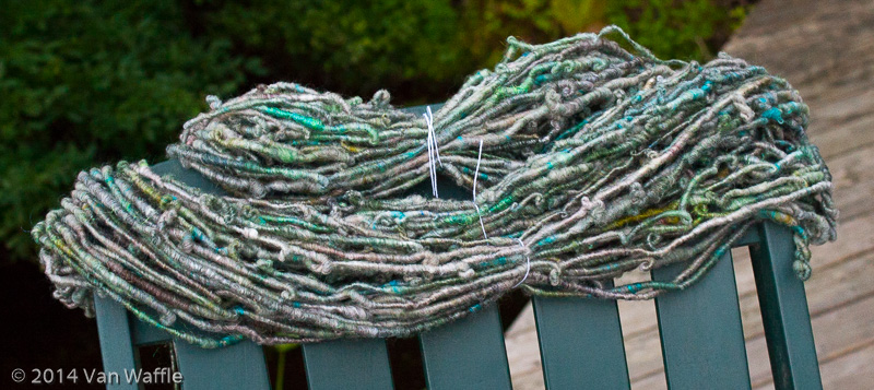 Skein of core-spun yarn inspired by a treefrog